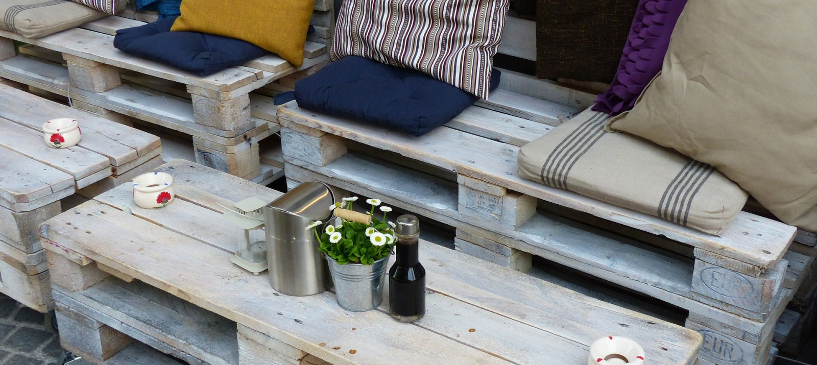 Are pallets considered reclaimed wood?